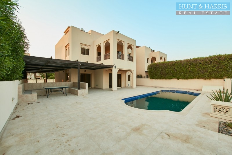 upgraded-4-bedroom-duplex-with-swimming-pool