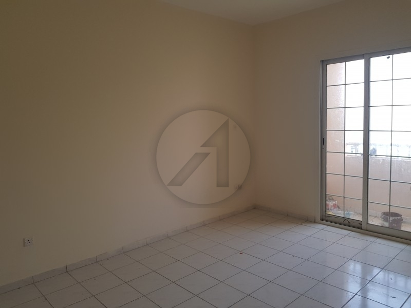 Spacious 1 Bed with Balcony Very Good Condition