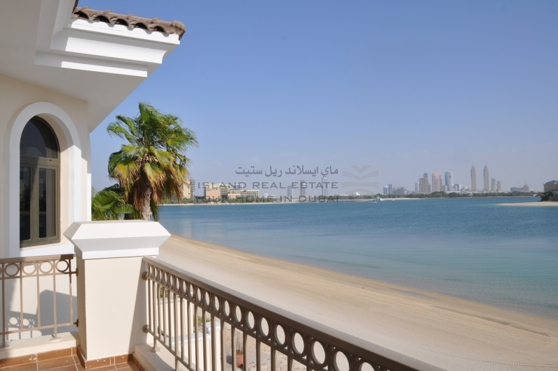 renovated-atrium-entry-villa-with-stunning-view