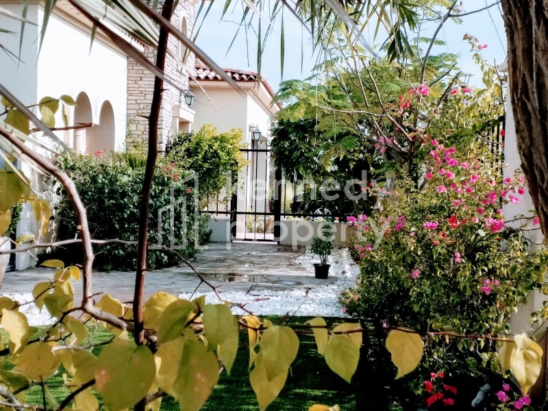 Corner Villa I Single Row I Landscaped Garden I
