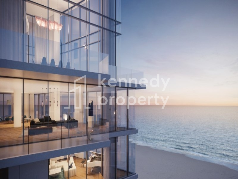 BEACH FRONT, SEA VIEW  LOFT, NO FEES and MOVE NOW*