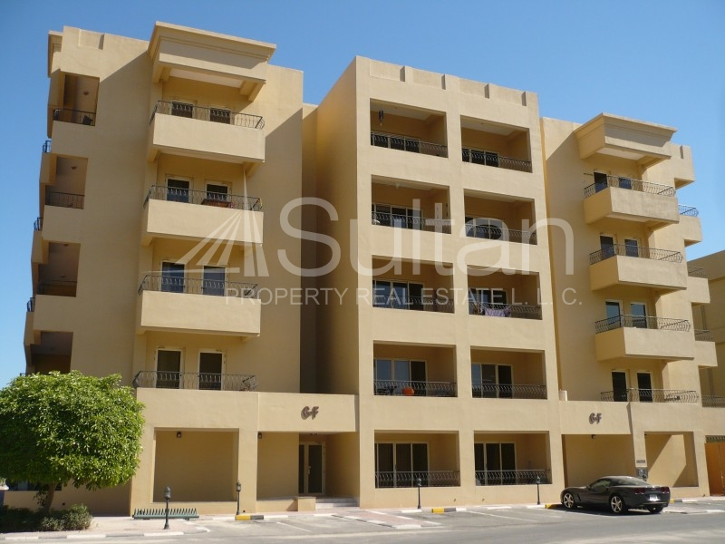 Commercial unit in Golf Apartments Al Hamra for Sale
