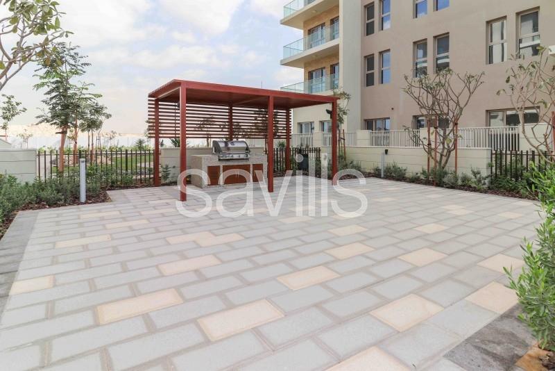 Vacant mid floor with balcony over garden