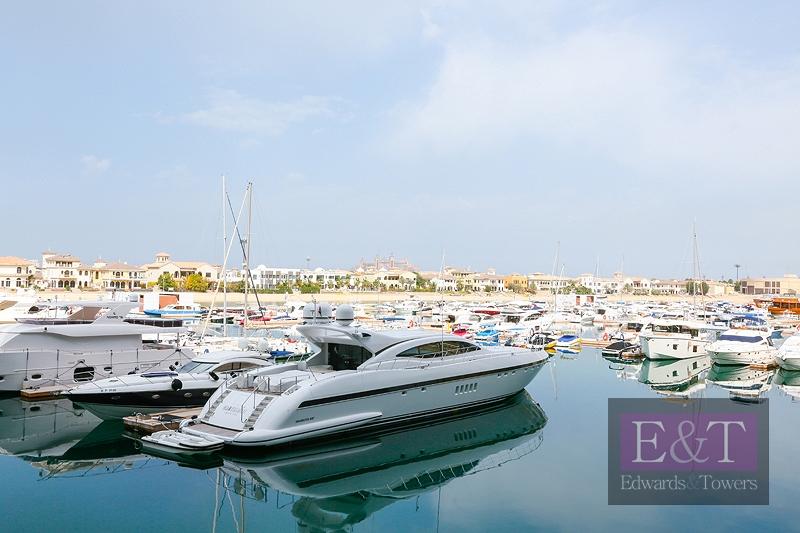 1,890 sq.ft| 2 Garage Parking Spots |Sea View| PJ