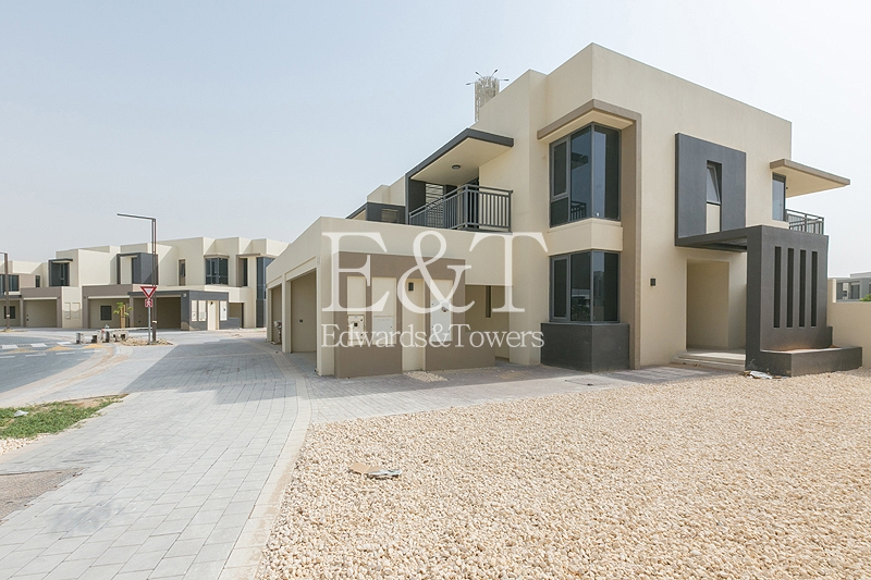 Single Row | Bright and Spacious | 3 Beds + M | DH