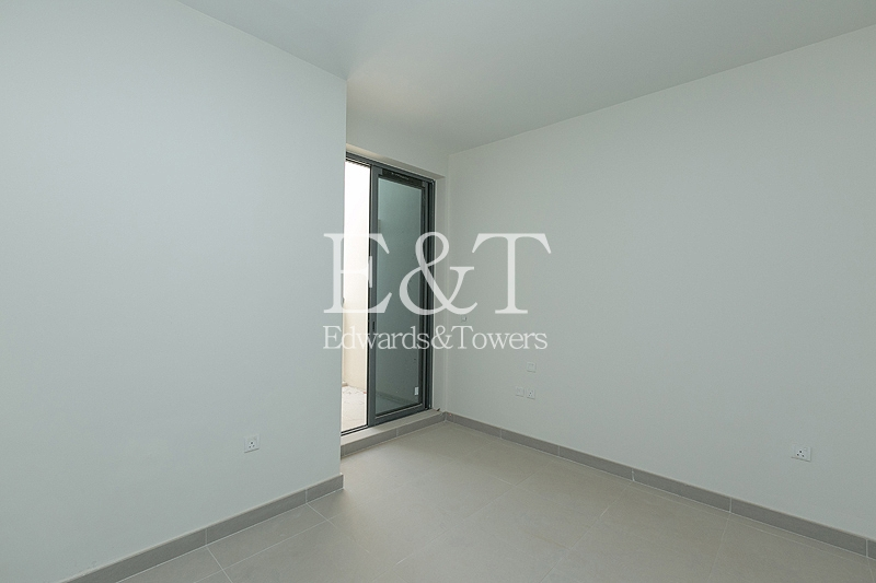 Bright and Spacious Townhouse | 3 Bed+M | DH