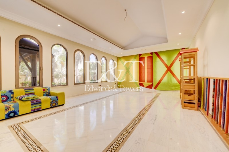 5 BR, Furnished, Garden Lobby type, Frond B, PJ