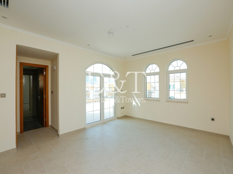 5 Bed + Maids   Large living area and Pool   JP