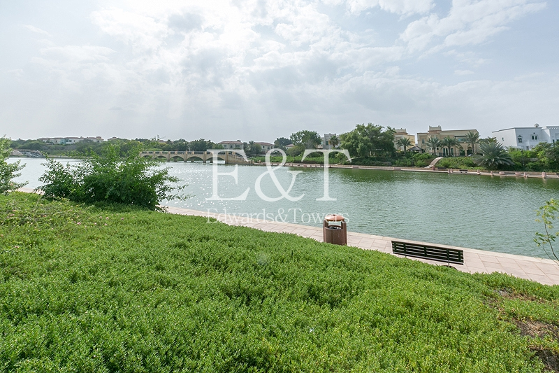 5BR+M Central Lake View Master View Negotiable, JI