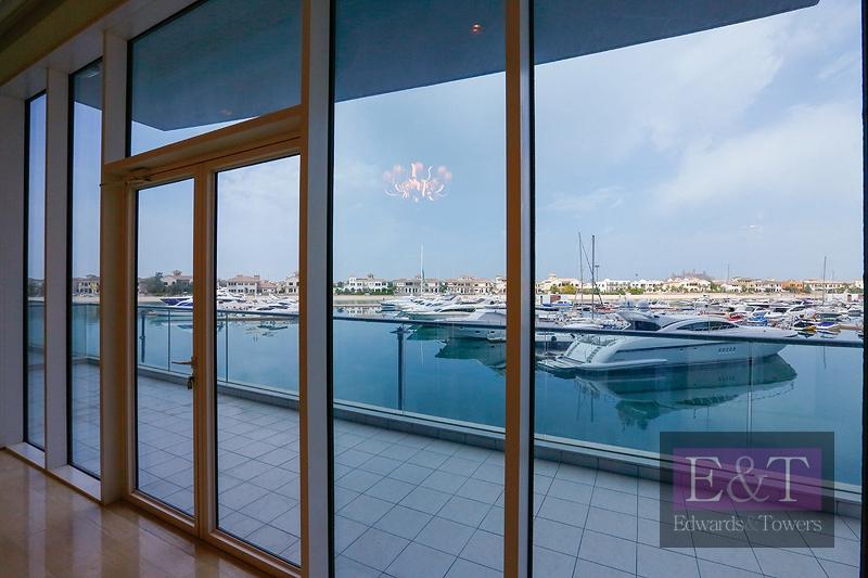 1,890 sq.ft| 2 Garage Parking Spots | Sea View| PJ