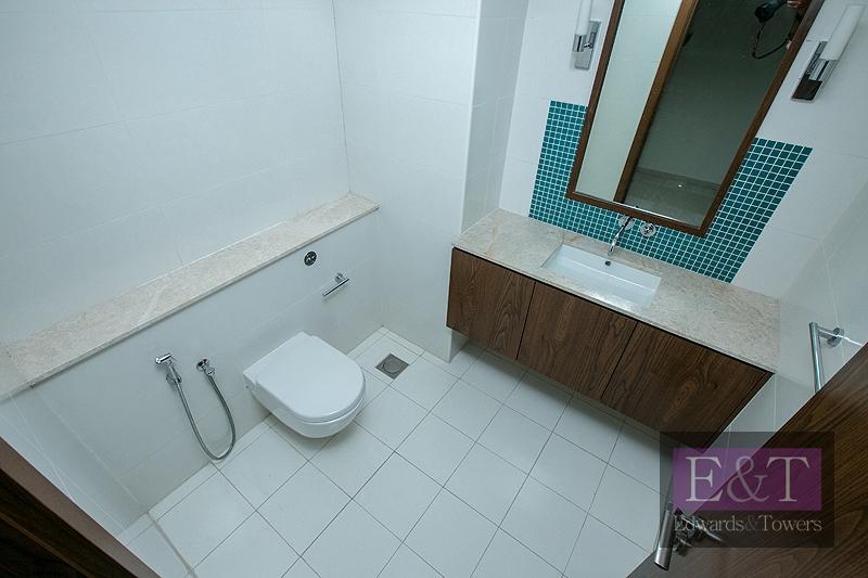 High Floor | Great Price | 3 Beds Plus Den| PJ