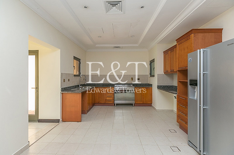 Corner Unit | Huge Garden | Best Location |PJ
