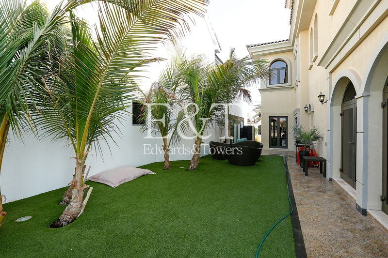 EXCLUSIVE! Immaculate 5 Bedroom Atrium Entry | PJ