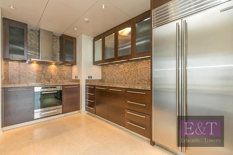 2 BR Apartment available in Burj Khalifa