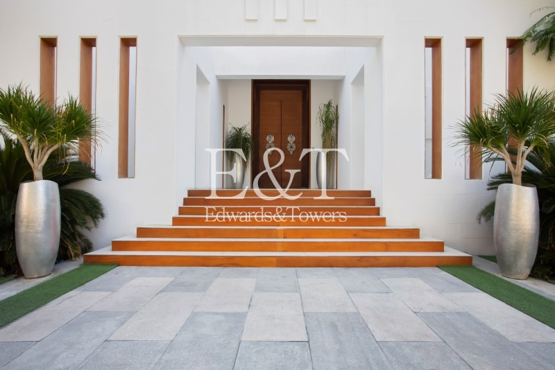 7 bed Contemporary Villa | Double plot |Golf view