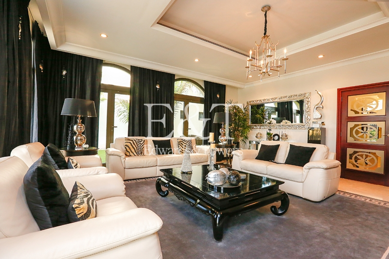 EXCLUSIVE! Immaculate 5 Bedroom Atrium Entry   PJ