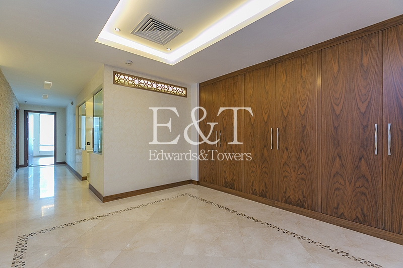 Exquisite Fully Upgraded Apt with Terrace