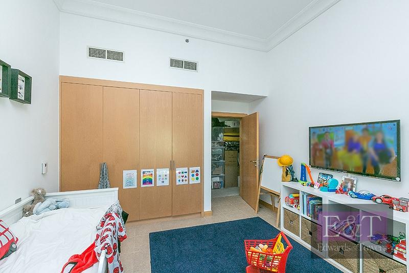 Top Floor | Taller Ceilings |3BR plus maids | Palm