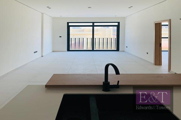 Rare Layout|White goods provided|Elegant Design
