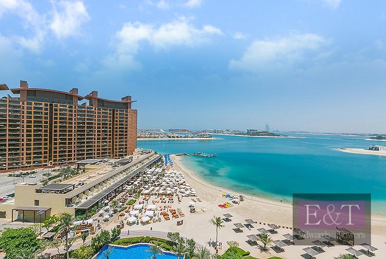 Top Floor| Taller Ceilings| Sea View | Pool/ Beach