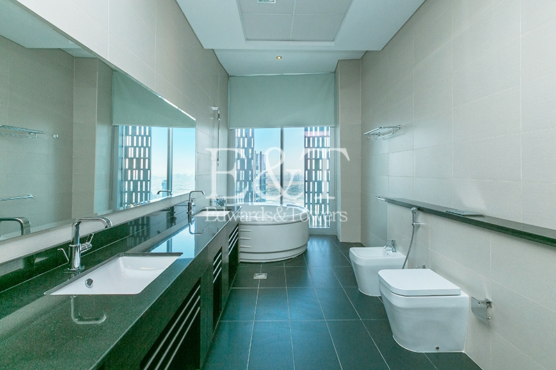 Exclusive|Half Floor Penthouse|Sea and Marina view