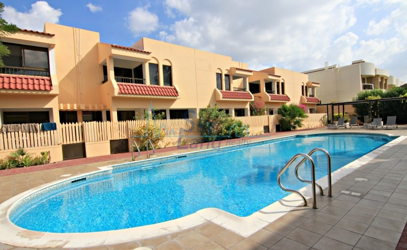 REFURBISHED 4 BED TERRACE, SHARED POOL IN JUMEIRAH 1
