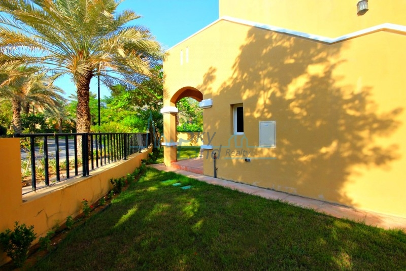 RENOVATED 3 BED GARDEN,SHARED  POOL, GYM IN AL SUFOUH