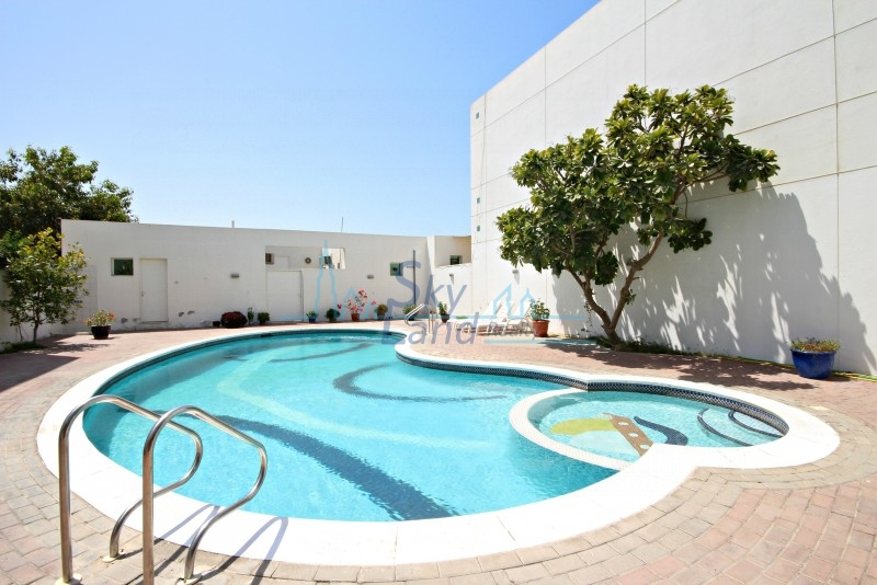 Spacious 4 Bed+Study|Private Garden|Shared Pool