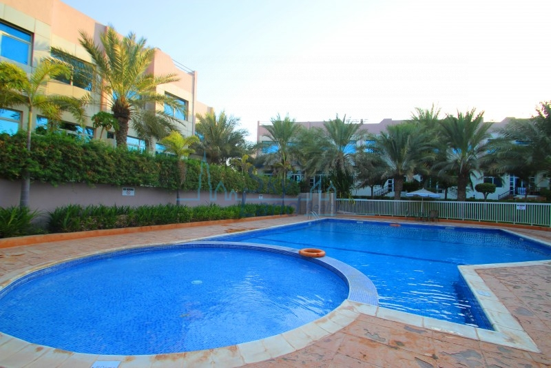 VERY NICE 4BR+MAID'S VILLA IN COMPOUND WITH SHARED POOL,GYM IN AL BARSHA 1