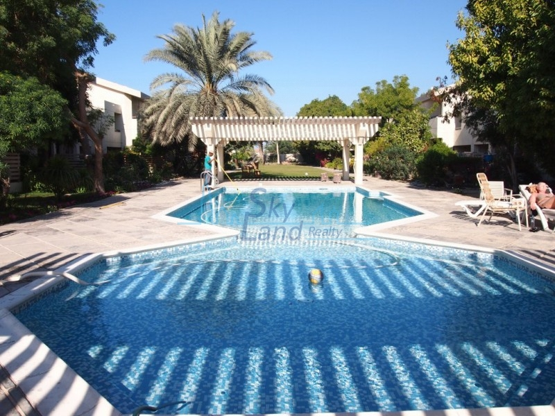 COZY 4 BED WITH LARGE GARDEN, POOL, IN JUMEIRAH 3