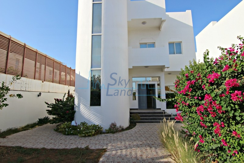 LOVELY 3BR+M INDEPENDENT VILLA WITH A PRIVATE GARDEN