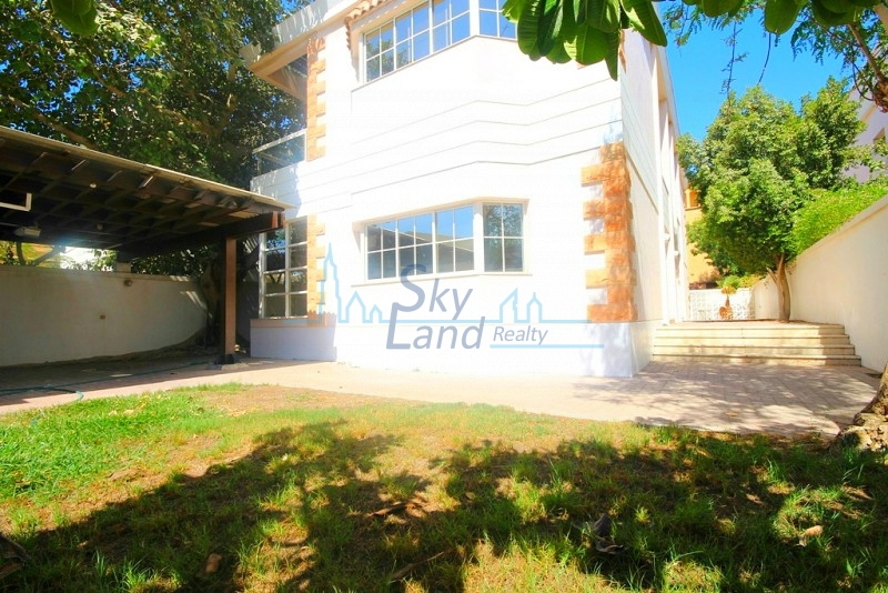 BEAUTIFUL WELL LIT 4BR+MAIDS INDEPENDENT VILLA WITH  GARDEN IN JUMEIRAH 2