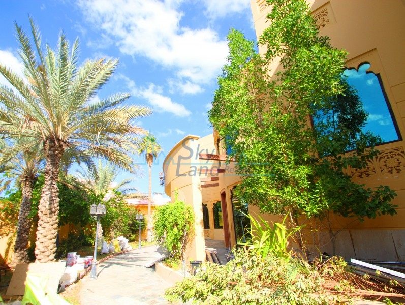 BEAUTIFUL 6BR+MAID'S+DRIVER'S ROOM VILLA WITH LARGE GARDEN