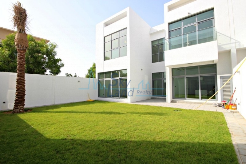 MODERN 4 BED+MAID'S VILLA WITH A LARGE GARDEN