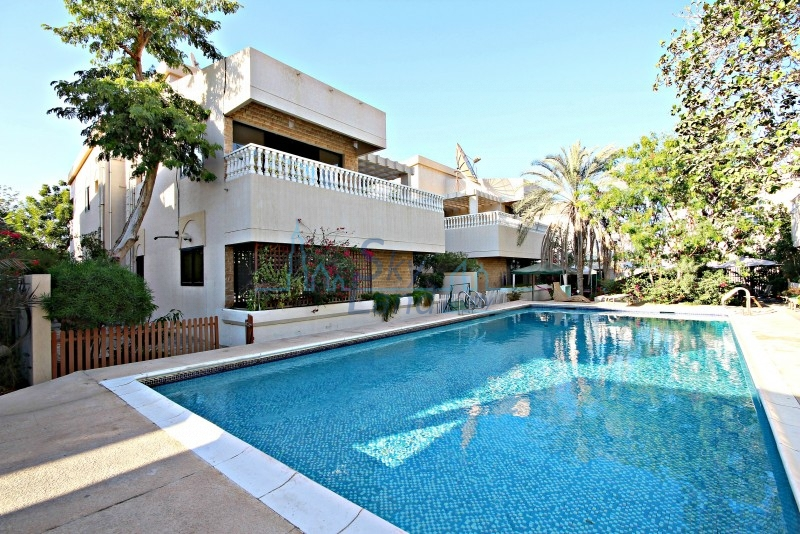 LOVELY 4 BED VILLA  SHARED POOL IN JUMEIRAH 3