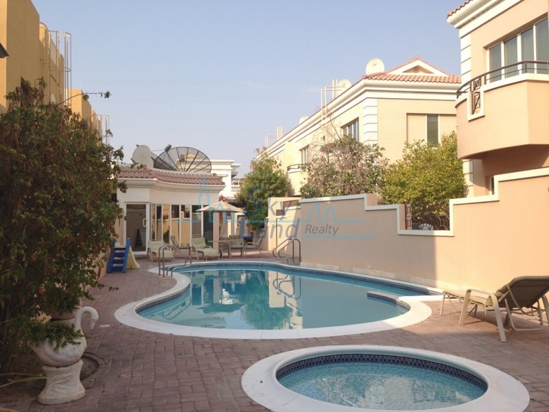 BEAUTIFUL 4BED GARDEN, SHARED POOL,GYM UMM SUQEIM