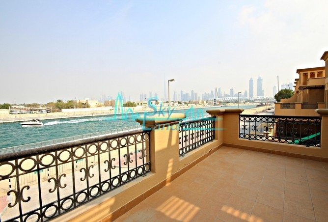 CANAL VIEW! AMAZING 4 BED SHARED POOL, GYM
