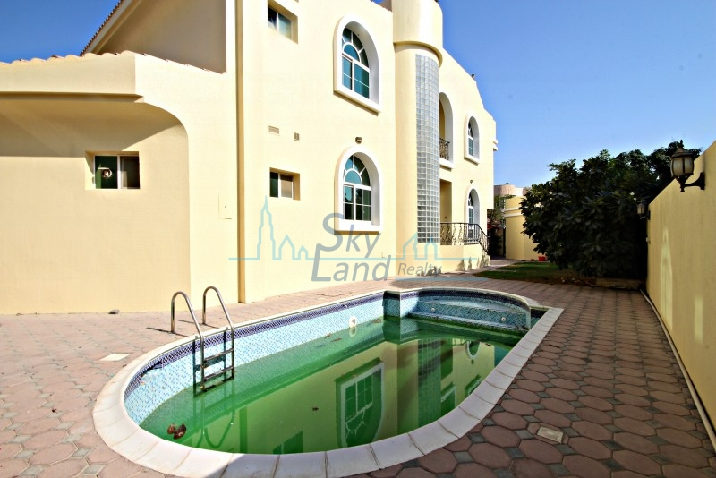 LOVELY 4 BED WITH PRIVATE POOL IN UMM SUQEIM 2