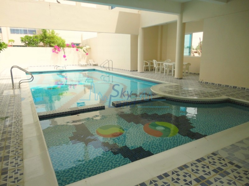 LARGE 4BED GARDEN, SHARED POOL AND GYM JUMEIRAH 3