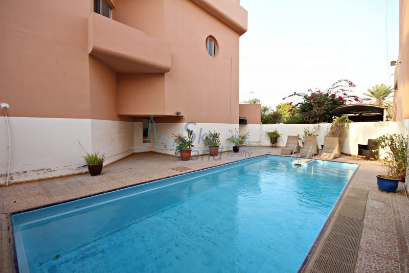 COZY  3 BED+MVILLA WITH GARDEN, SHARED POOL JUMEIRAH 3