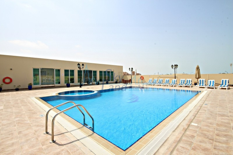 BEAUTIFUL 1 BED APARTMENT IN A LOVELY COMPLEX WITH POOL AND GYM