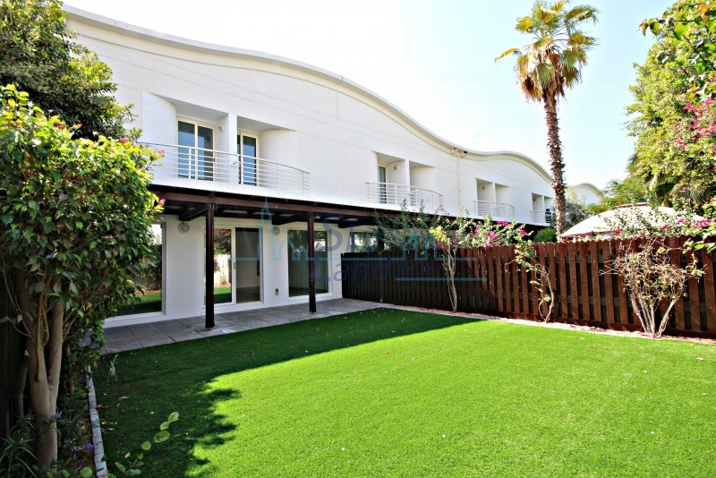 RENOVATED 3 BED WITH AMAZING GARDEN IN JUMEIRAH 2