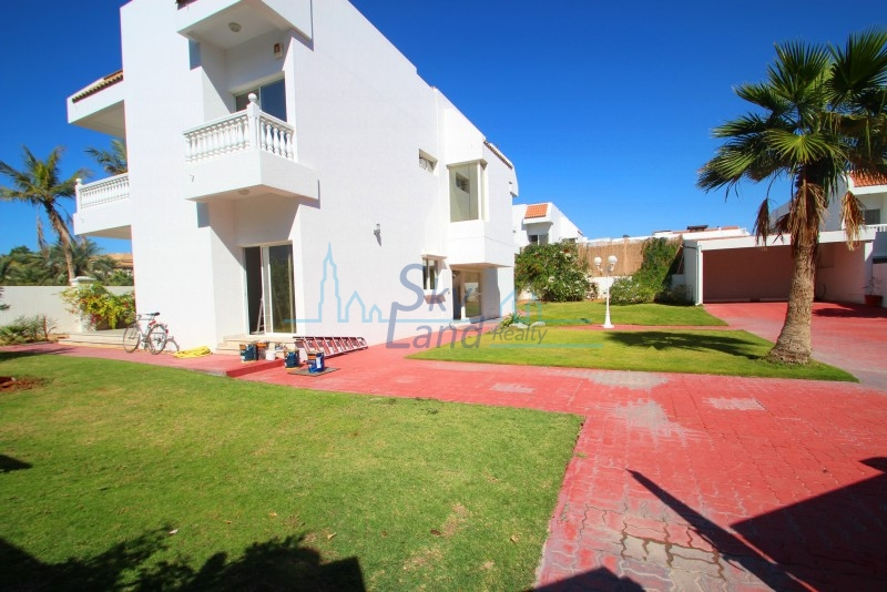 Beautiful 5 Bed+M Villa With A Huge Garden