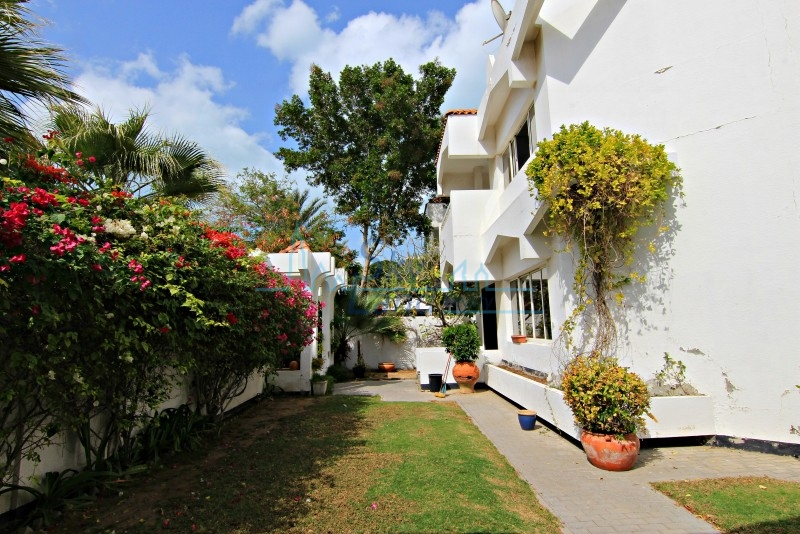 Renovated 3 Bed Independent Villa With Large Garden