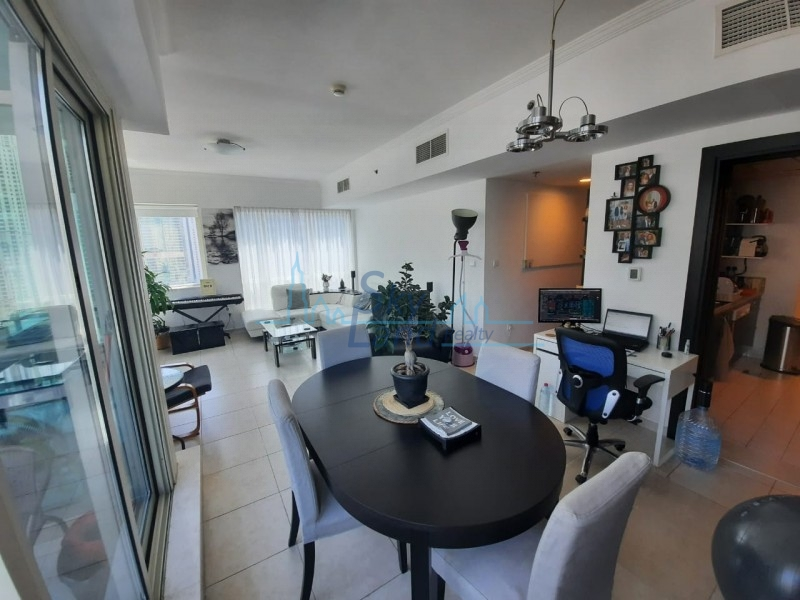 Al Majara 2 - Spacious Bright 1BR With Partial Marina Views