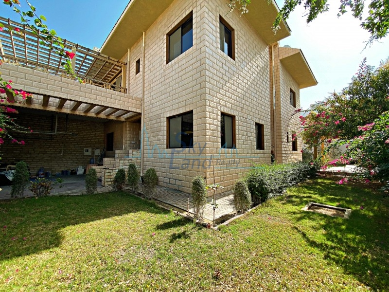 Beautiful 4 Bed+Study Villa With A Private Garden