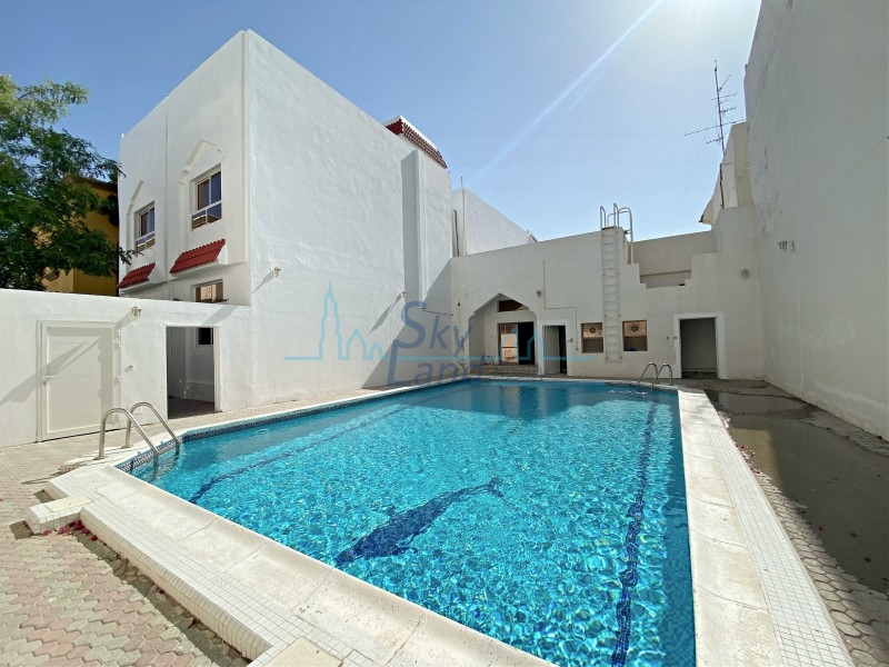 Fully Renovated 4 Bed Villa With A Shared Pool