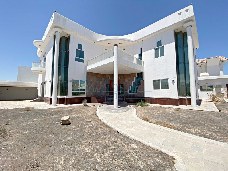 Spacious 5 Bed With A Huge Plot In Jumeirah 2