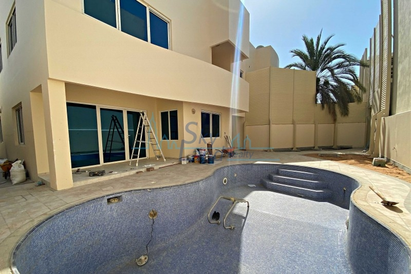 Fully Renovated, Modern 4 Bed With A Private Pool