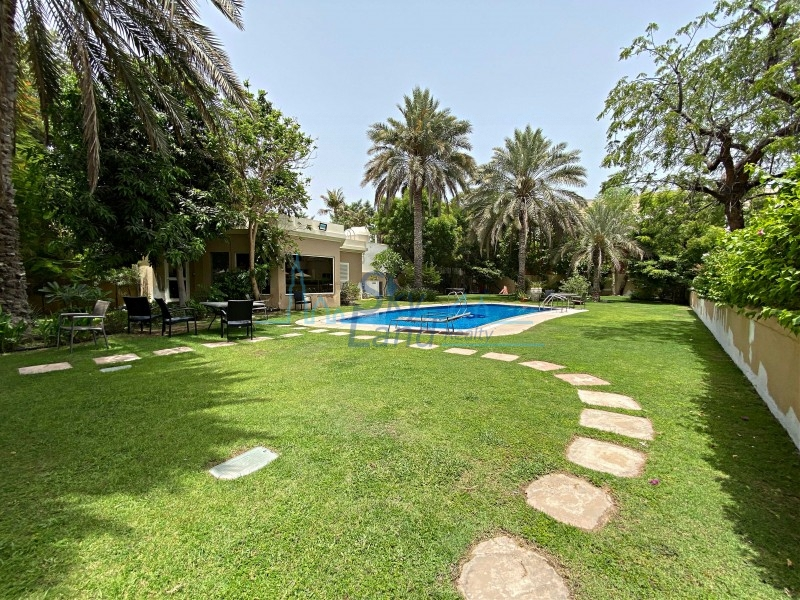 Beautiful 4 Bed Villa With A Garden, Shared Pool And Gym